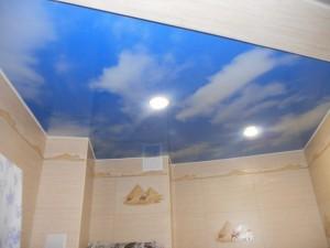 Какие бывают потолки в ванной