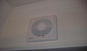 3-ustanovka-vytyajnogo-ventilyatora